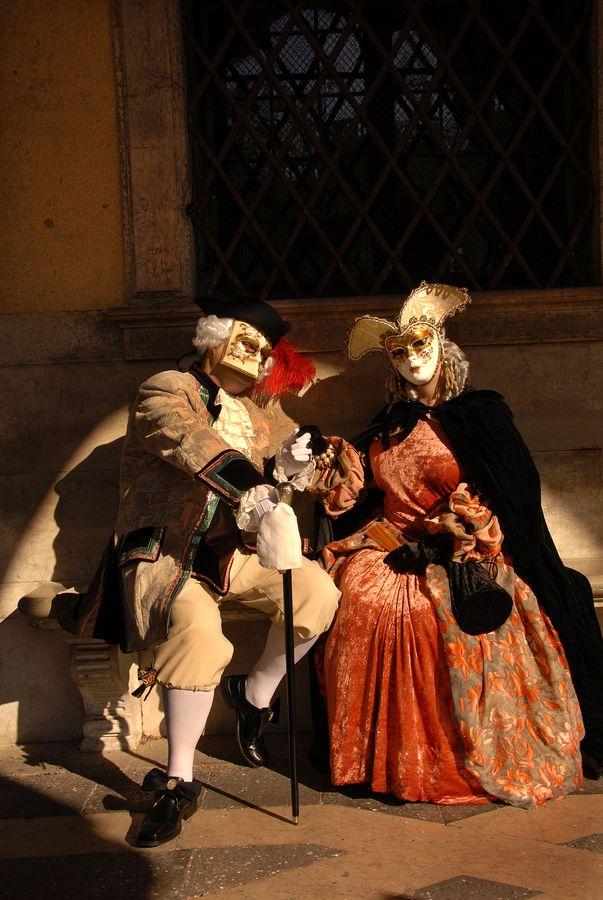 Carnevale a Venezia: come scegliere la giusta maschera e vino per brindare