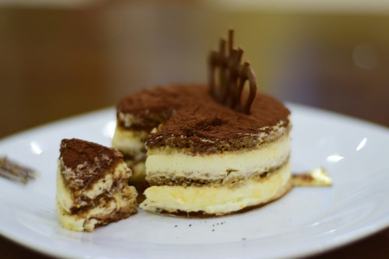 Cooking Italian food: Tiramisu