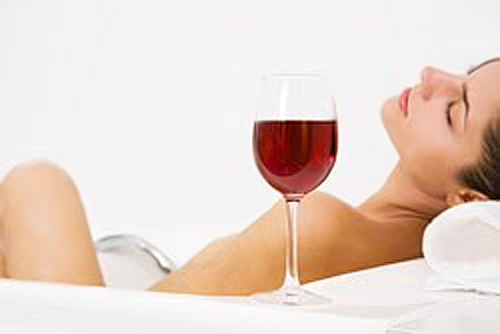 Wine makes you beautiful. Discovering the wine therapy