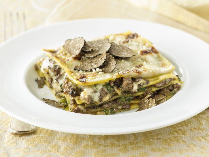 lasagne al ragu di fegatini e tartufo nero