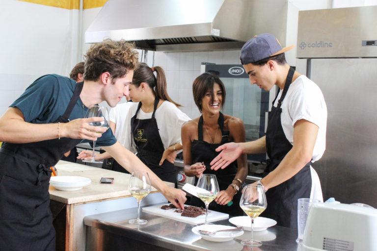 Scuola di cucina all'aperto con degustazione
