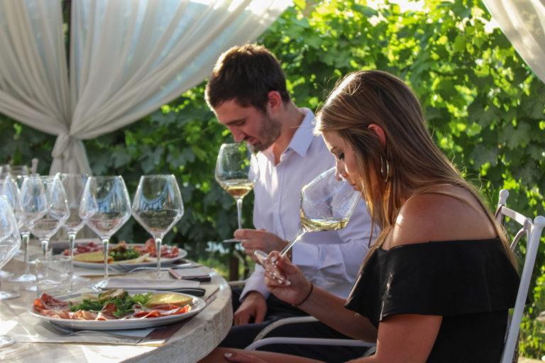 """Cinque modi di dire """"ti amo"""" e due bicchieri di vino"""